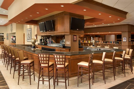 Embassy Suites by Hilton Nashville South/Cool Springs: The Athletic Club Bar and Grill