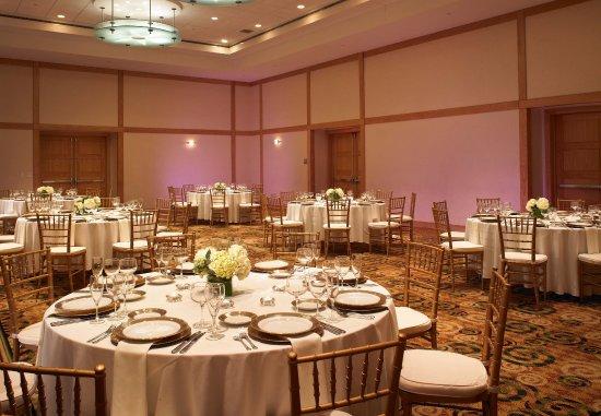 Kingsgate Marriott Conference Center at the University of Cincinnati : Grand Ballroom Wedding