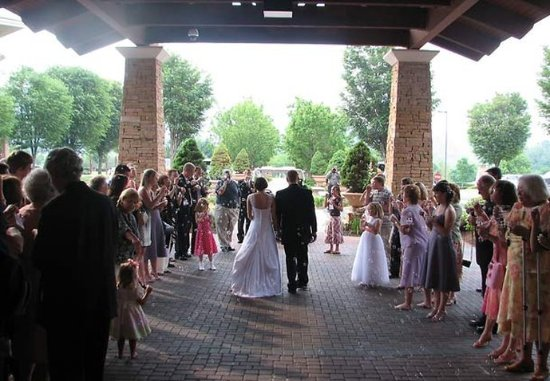 Kingsport, Теннесси: Outdoor Wedding Space