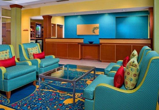 Fairfield Inn & Suites Virginia Beach Oceanfront: Front Desk