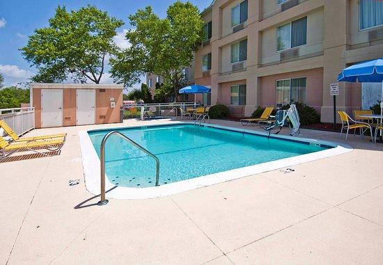 Pearl, MS: Outdoor Pool & Whirlpool