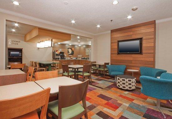 Fairfield Inn Marion: Breakfast Dining Area
