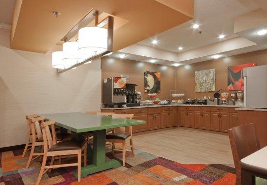 Fairfield Inn Marion: Breakfast Buffet