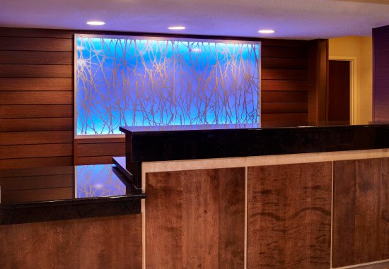 Fairfield Inn & Suites Frankenmuth: Front Desk