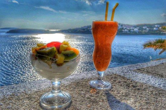 Batsi, Grecia: πρωινο με το απεραντο γαλαζιο!!!!!