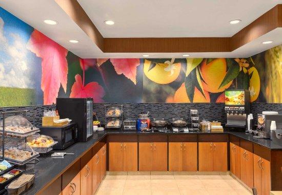 Racine, WI: Breakfast Buffet