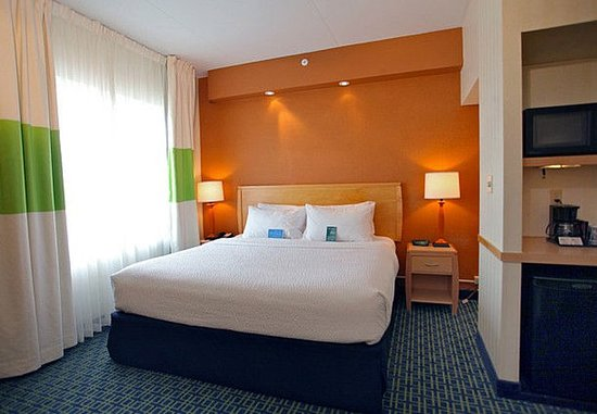 Belleville, Kanada: King Executive Suite Bedroom