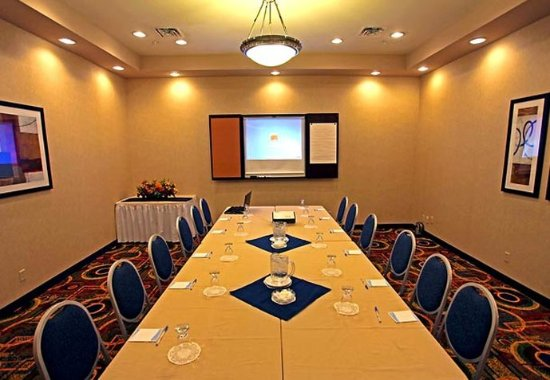 Fairfield Inn & Suites Belleville: Picton Room