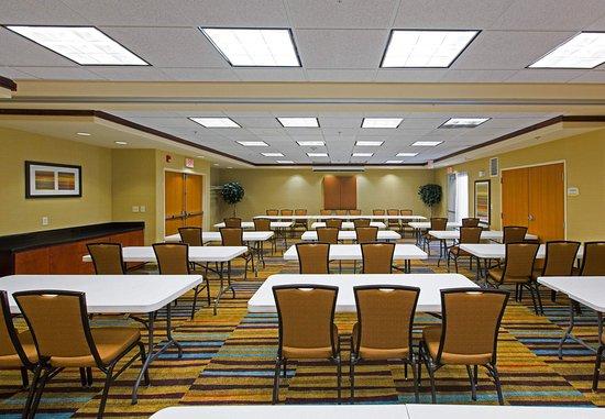 Fairfield Inn & Suites Toledo North : Meeting Room   Classroom Setup