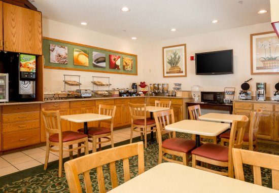 Fairfield Inn & Suites Kansas City North Near Worlds of Fun: Breakfast Area