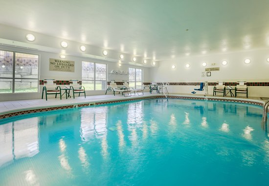 Fairfield Inn & Suites Kansas City North Near Worlds of Fun: Indoor Pool