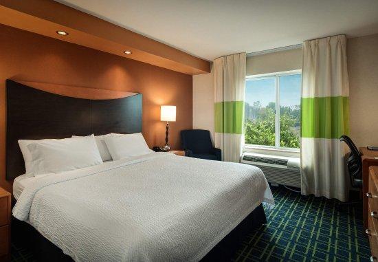 Auburn, MA: King Guest Room