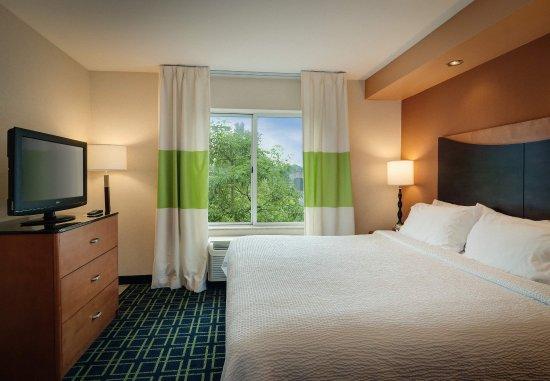 Auburn, MA: King Studio Suite   Sleeping Area