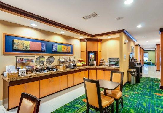 Auburn, MA: Breakfast Buffet