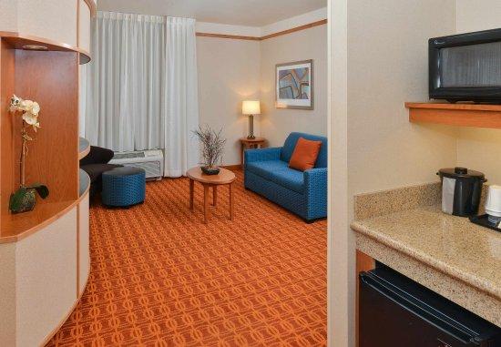 Elk Grove, CA: King Suite - Living Area
