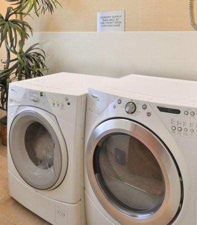 Elk Grove, CA: Guest Laundry