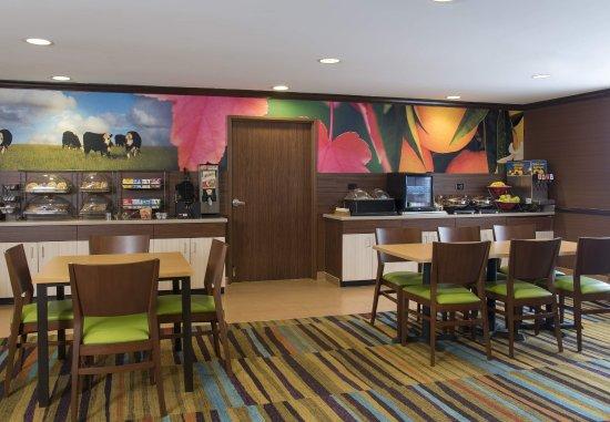 Saint Charles, IL: Breakfast Area