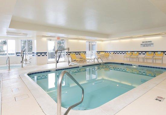 Saint Charles, IL: Indoor Pool & Whirlpool