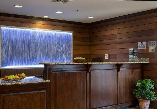 Fairfield Inn Charlotte Mooresville/Lake Norman: Front Desk