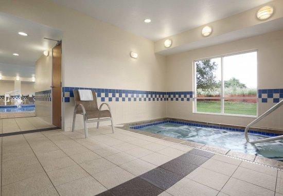 Mendota Heights, MN: Indoor Hot Tub