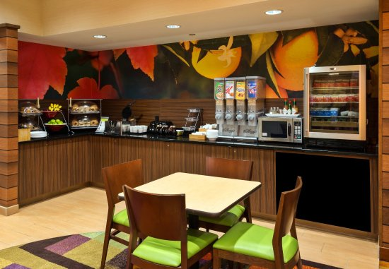 Fairfield Inn & Suites Denver Cherry Creek : Dining Room