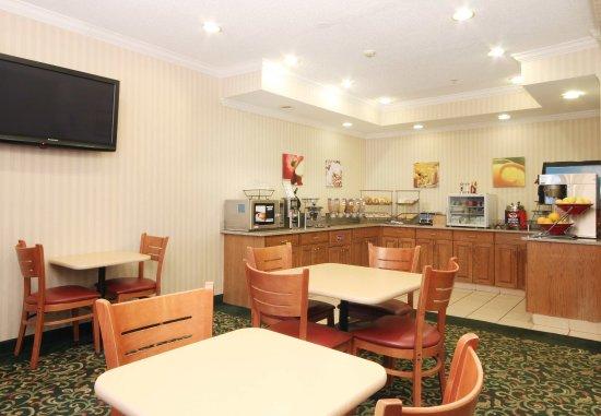 Fairview Heights, IL: Breakfast Area