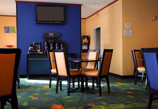 Fairfield Inn & Suites Spearfish: Breakfast Area
