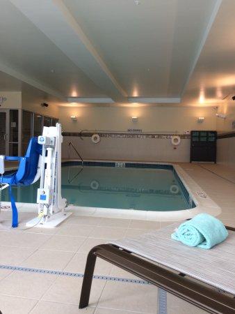 Clifton Park, Νέα Υόρκη: pool no hot tub