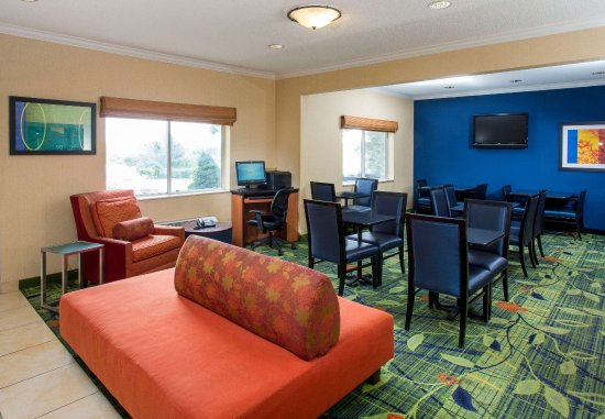 Middletown, OH: Lobby Sitting Area