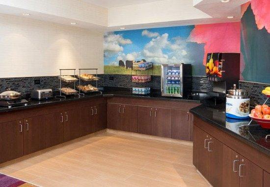 Fairfield Inn & Suites Cheyenne: Breakfast Buffet