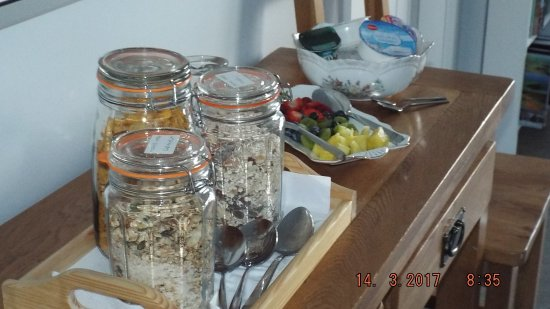 Glenarm, UK: Home made granola and muesli