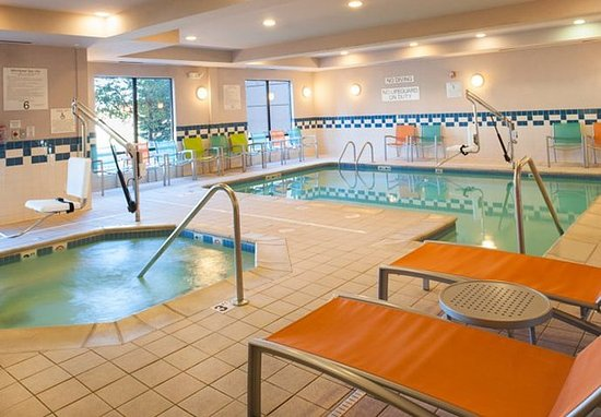 Norton Shores, MI: Indoor Pool & Whirlpool