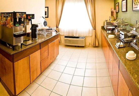 Fairfield Inn & Suites Burlington: Breakfast Area