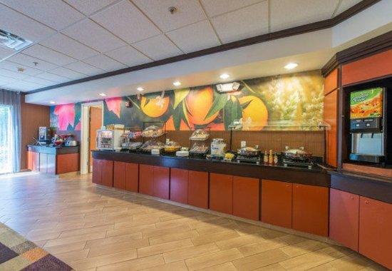 Hinesville, Georgien: Breakfast Buffet