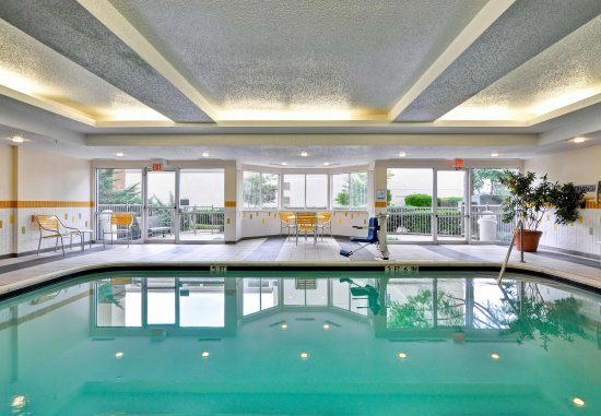 Fairfield Inn & Suites Dallas Medical / Market Center: Indoor Pool