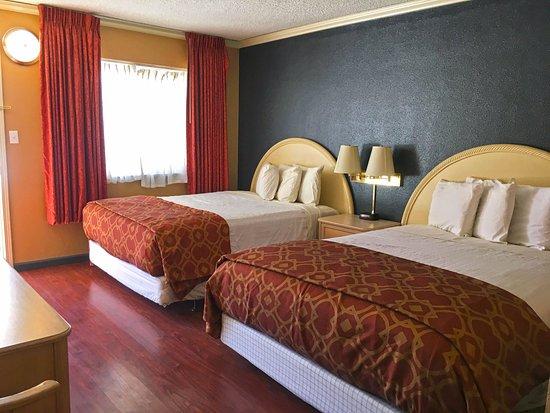 Americas Best Value Inn Bishop: Two Queen Beds