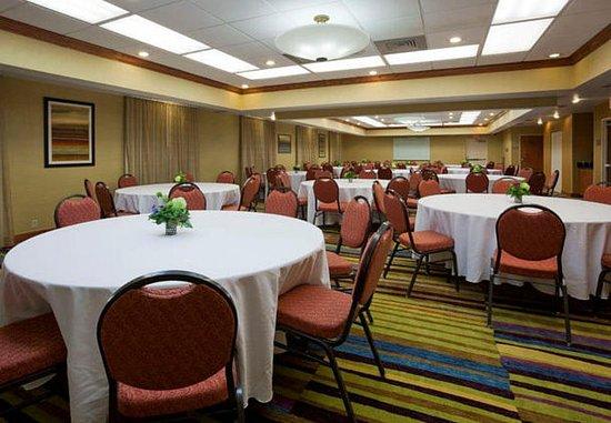 Evansville, IN: Meeting Room Banquet Setup
