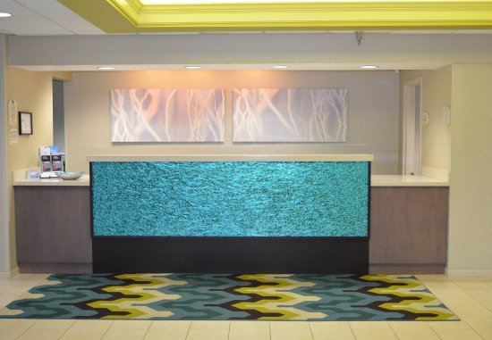 Fairfield Inn & Suites Hickory: Front Desk