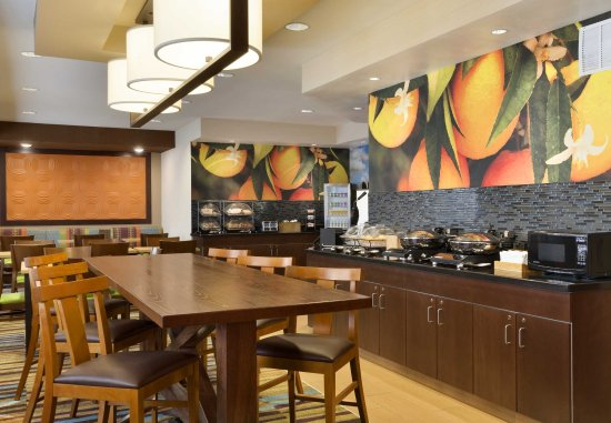 Fairfield Inn & Suites Colorado Springs Air Force Academy: Breakfast - Seating Area