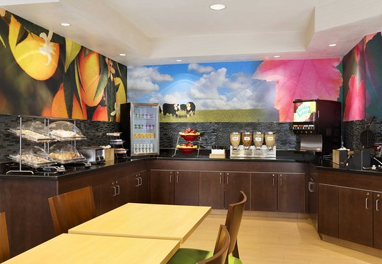 Fairfield Inn & Suites Colorado Springs Air Force Academy: Breakfast Buffet