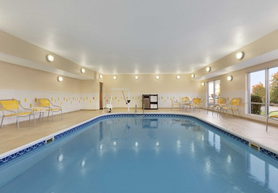 Fairfield Inn & Suites Colorado Springs Air Force Academy: Indoor Pool