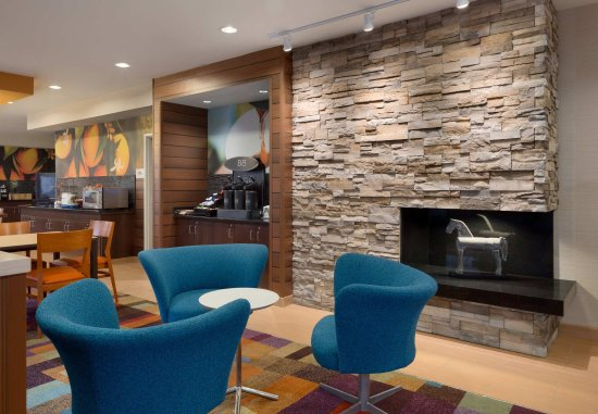 Fairfield Inn & Suites Youngstown Boardman/Poland : Lobby