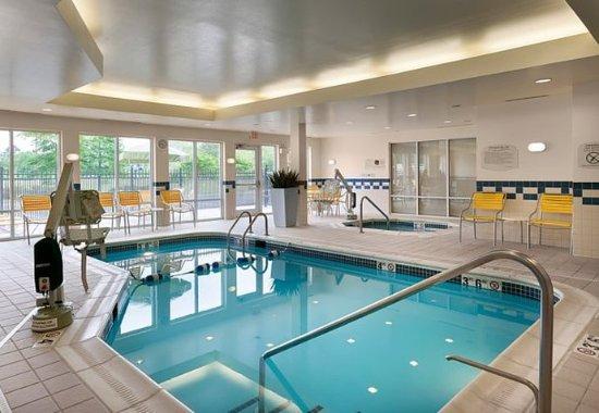 Elizabeth City, Carolina del Norte: Indoor Pool  & Spa