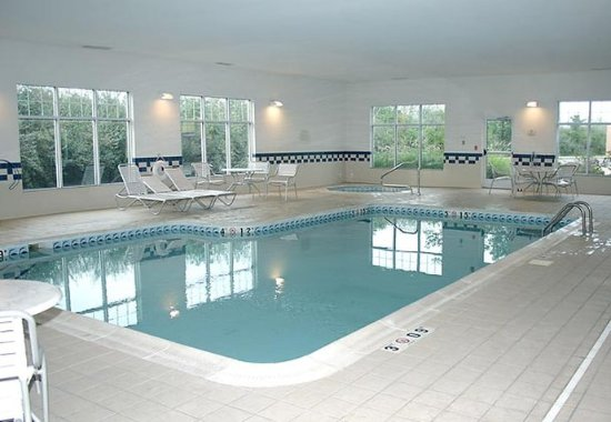 Fairmont, WV: Indoor Pool & Hot Tub