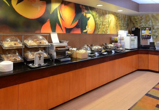 Fairfield Inn & Suites Roanoke North: Breakfast Buffet