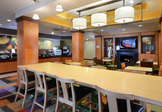 Fairfield Inn & Suites Roanoke North: Breakfast Dining Area