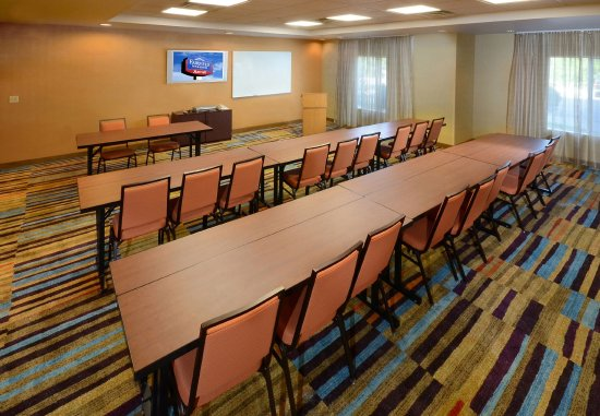 Fairfield Inn & Suites Roanoke North: Hollins Room   Classroom Setup