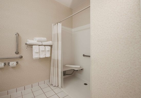 Coon Rapids, MN: Accessible Guest Bathroom