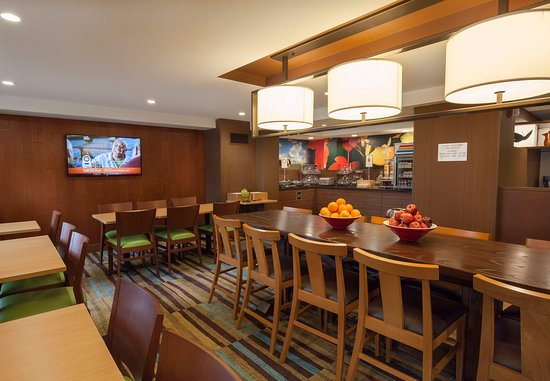 Webster, NY: Lobby & Breakfast Area