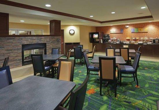 Fairfield Inn & Suites Portland West/Beaverton: Breakfast Dining Area